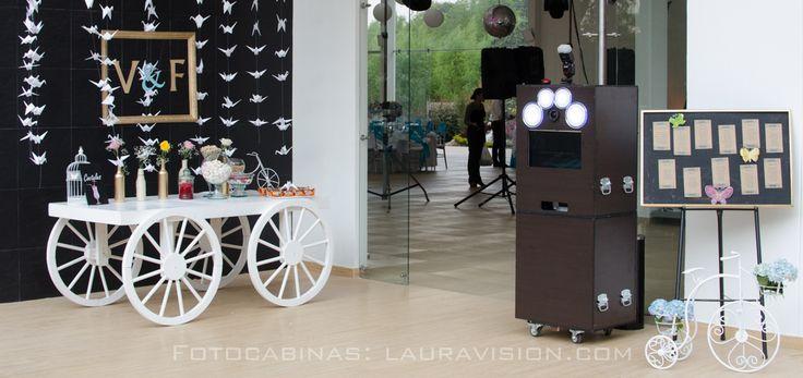 Para tu boda tenemosel mejor recordatorio del evento, y es una fotocabina que imprime fotos en al ta calidad y permite compartirlas en las redes sociales al instante. #alquiler de fotocabinas # photocall # fotocol # photocabinas # eventos Cartagena # recordatorios para bodas