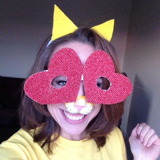 Pin for Later: 35 Epic Emoji Costume Ideas Straight From Your Smartphone Heart-Eyed Cat Emoji