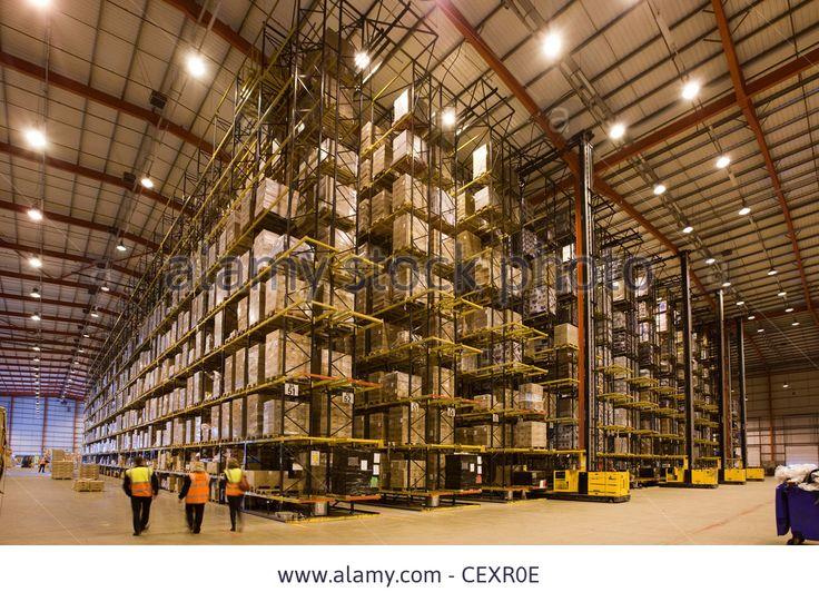 Imagem de http://c8.alamy.com/comp/CEXR0E/the-massive-dhl-nhs-distribution-warehouse-in-corby-uk-CEXR0E.jpg.