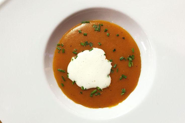 Je kunt zelf met dit recept voor bourgondische tomatensoep ook alle kanten op. Voeg eventueel andere groenten toe, gehaktballetjes of croutons.