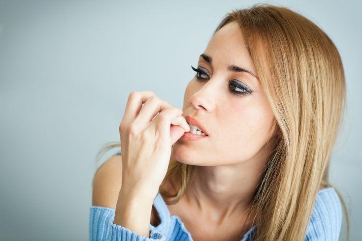 Se ronger les ongles est une très mauvaise habitude, incontrôlée, adoptée par près de la moitié de la planète. Voici 6 trucs pour arrêter.