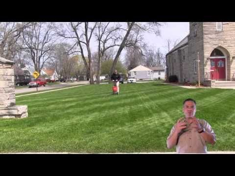 How To Fertilize The Lawn | Apply Lawn Fertilizer - YouTube