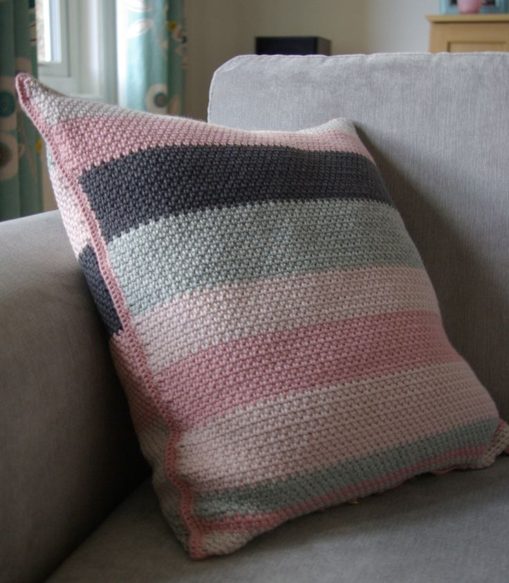 Moss Stitch Cushion - free crochet pattern at Lavender and Rose. DK yarn.
