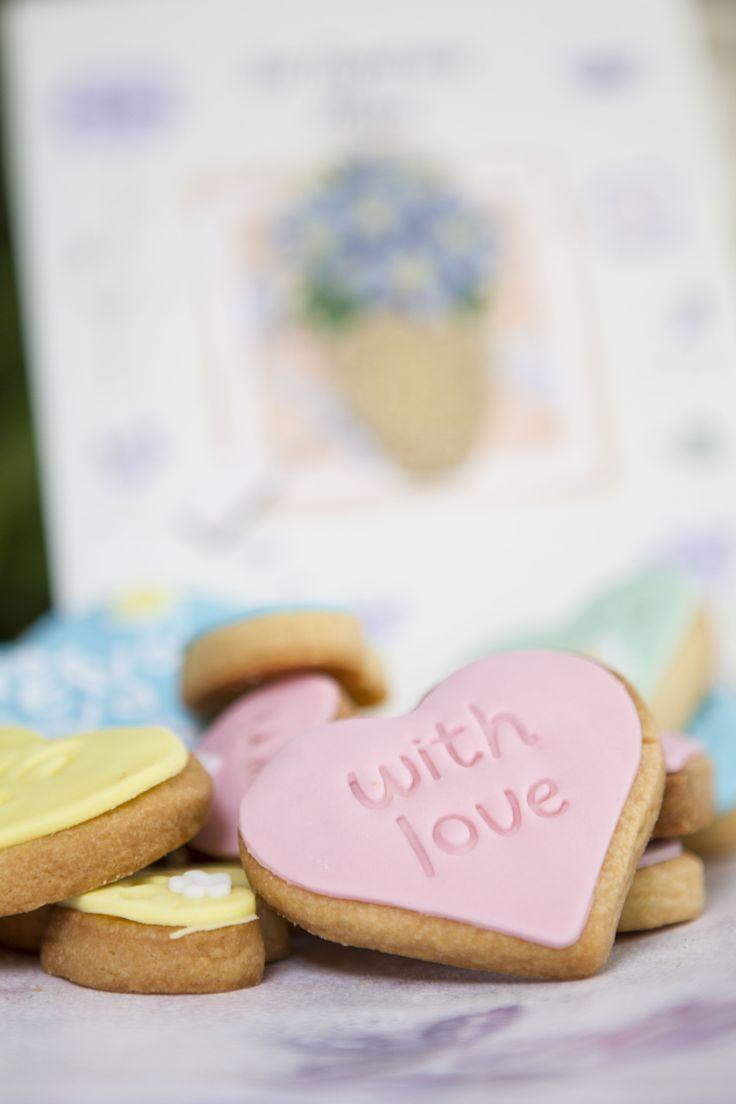 Γλυκά δώρα με ζαχαρόπαστα για την Γιορτή της Μητέρας