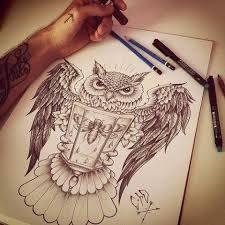 Resultado de imagen para tatuajes de buhos y nombres en el pie para hombres