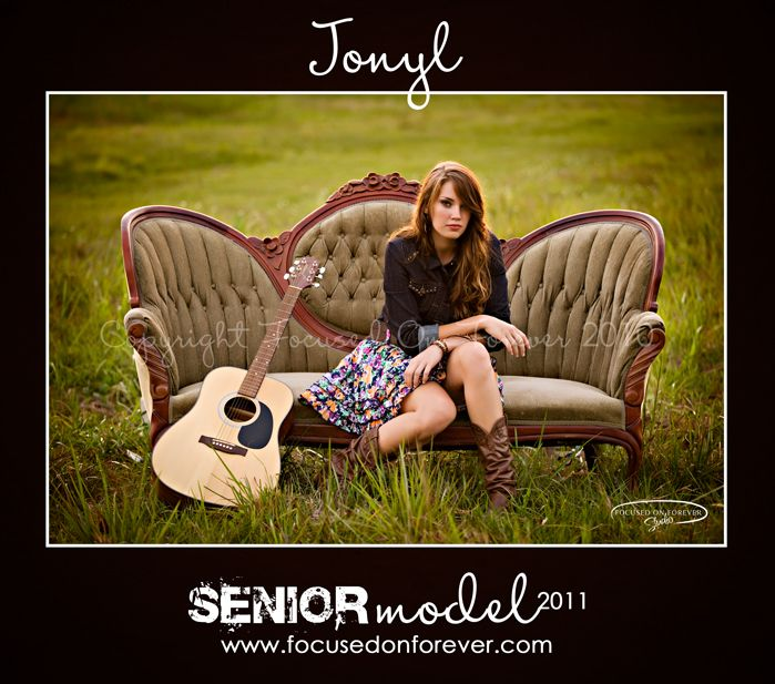 This pic is to die for!  Love it!  My big sis Ab should so do this for her senior pic this spring :)