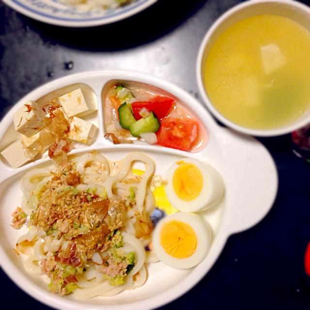 子どものためのプレートごはん - 6件のもぐもぐ - ツナとブロッコリーのサラダうどん☆ゆで卵☆冷や奴☆きゅうりとトマトのサラダ☆卵と豆腐のスープ by mamekoon