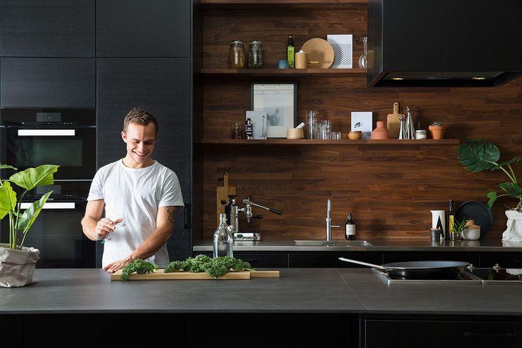 Nytt kjøkken med kjøkkenøy? Kjøkken med kjøkkenøy i svart – Metro. Finn kjøkkeninspirasjon hos Drømmekjøkkenet!