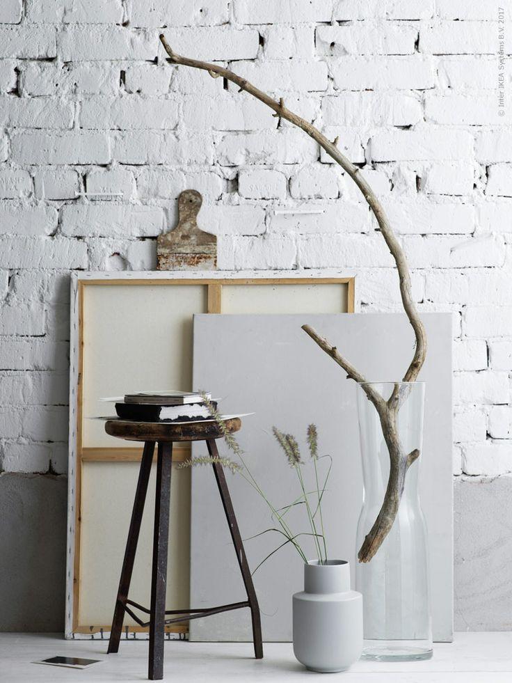 När det kommer till glas och dess former finns det få som överträffar Ingegerd Råmans enkla men vackra linjer. De nya vaserna TIDVATTEN är inget undantag. Mot höstens naturligt gråbruna toner gör sig det klara glaset som allra bäst.