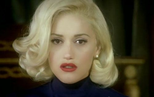 Photo It S Friday I M In Love Gwen Stefani Waves And