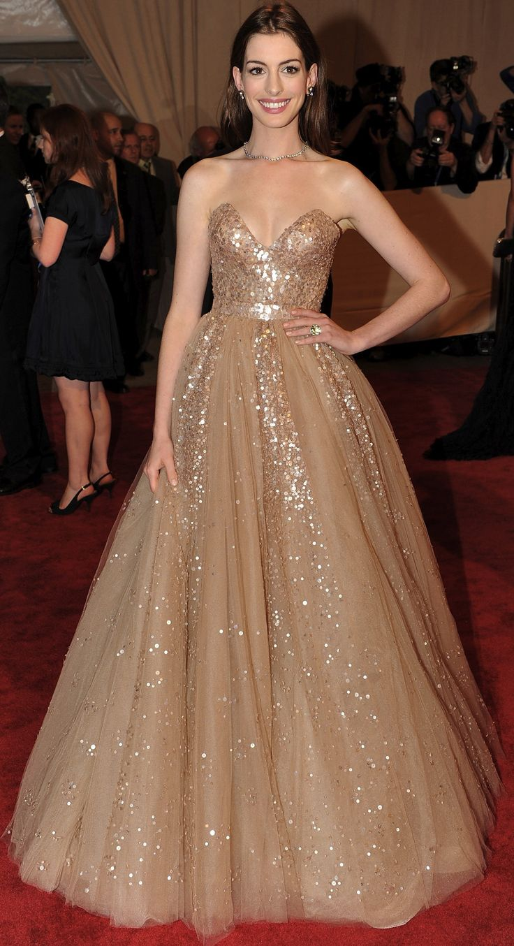 Anne Hathaway in Valentino at the Costume Institute Gala 2010                                                                                                                                                     More