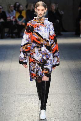 Arty dress coat with abstract pattern. #sportmax #fashionshow2014 #jelmini.it