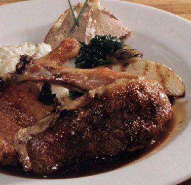 Resep masakan sederhana bebek panggang ini disajikan dengan pâté crostini yg biasanya dibuat dengan hati ayam. Cocok untuk jamuan makan malam mewah dirumah.