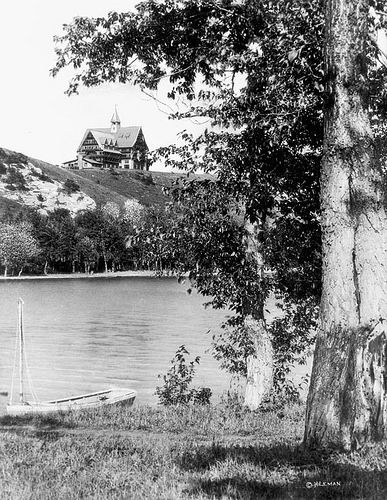 Prince of Wales Hotel, Waterton Lakes National Park, Alberta / L'hôtel Prince of Wales au parc national des Lacs-Waterton, en Alberta | by BiblioArchives / LibraryArchives