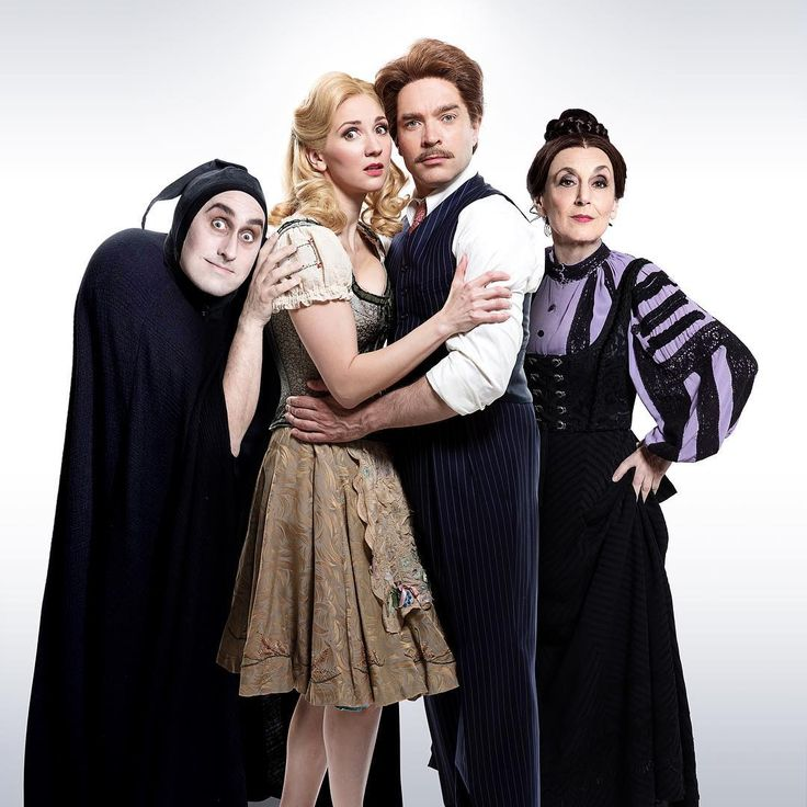 "398 Me gusta, 3 comentarios - WhatsOnStage - Theatre (@whatsonstage) en Instagram: ""First look at Ross Noble, Summer Strallen, Hadley Fraser and Lesley Joseph in character, ahead of…"""