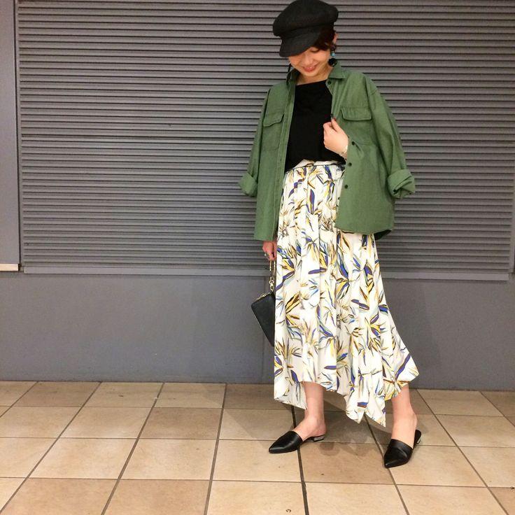 バンブー柄!アシメスカート★ 女性らしいロング丈のスカートを、  ミリタリージャケット×BLACKで辛さをプラス。