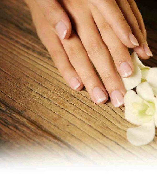 Πως θα ξεβάψετε τα νύχια σας χωρίς ασετόν!