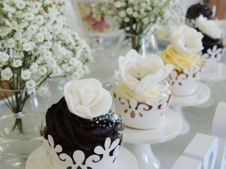 Beautiful marzipan cupcakes. Chocolate, pistachio, lemon. Whichever flavor you desire, we will make it look like from a magazine. Candy Bar by Tereza & Tereza