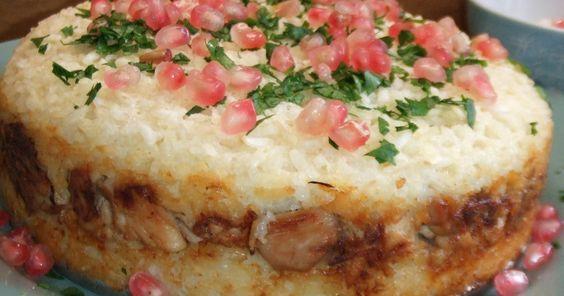 Fabulosa receta para Pastel de arroz basmati al horno con relleno de pollo   . Este pastel está inspirado en un plato de J. Oliver, el cocinero inglés. Digo que está inspirado porque lo he cambiado un poquito según los ingredientes que tenía en caso. No obstante, en esencia es un plato de arroz y carne. A nosotros nos encantó!!!