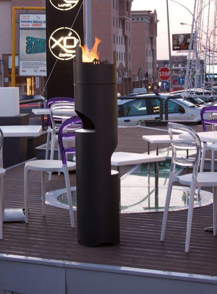 CITY FIRE Biocamino in metallo verniciato nei colori della gamma altro fuoco, con 2 piani di appoggio intermedi in acciaio inox satinato. Top superiore personalizzabile (in foto Citta di Roma) Completo di bruciatore a cartuccia.