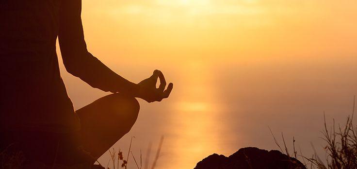 """Behöver du extra kraft och fokus?  I det här inlägget från Ingmarie Nilsson, löpcoach och specialistsjuksköterska får du reda på hur man hittar jämvikt med hjälp av yoga och ett s.k. """"mantra"""".   Bl a berättar Ingmarie, att med fokus på ett mantra under meditationen, kan man tömma huvudet på alla andra tankar som snurrar, stör och skapar stress.  #mantra #mindfulness #näringförlivskraft #íngmarienilsson"""