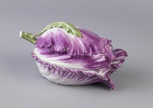 Tulip shaped dish with lid c. 1750