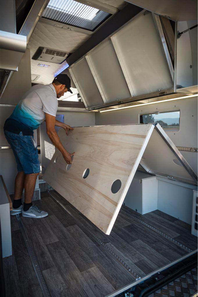 Klappbett Schnell Ausziehbar In 2020 Kastenwagen In Wohnmobil Umbau Wohnmobil Innen Wohnmobilumbau