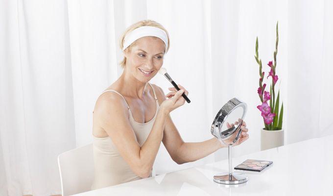 Aflați care sunt cele mai bune oglinzi cosmetice, cum alegem oglinda potrivită și cum pot aceste accesorii să transforme ritualul zilnic de frumsuețe...