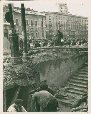 Destrozos del bombardeo de la aviación rebelde en Sol, Madrid.
