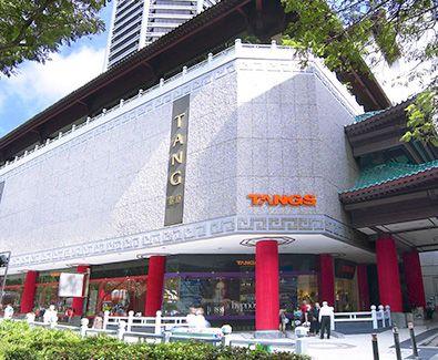 Touchdown Singapore. hari pertama, isi buku tamu dulu di Orchard Road. Melangkahkan kaki dari mal ke mal. Tak ketinggalan singgah di TANGS yang sedang merayakan 81st Anniversary Sale. Pasang mata dan mari kita mulai berburu produk sale yang keren #SGTravelBuddy