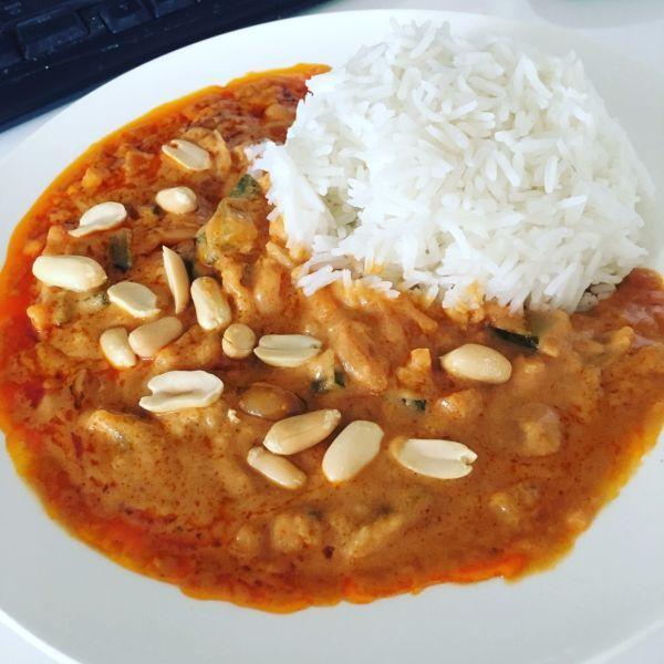 Zeleninka v arašidovej omáčke - Recept pre každého kuchára, množstvo receptov pre pečenie a varenie. Recepty pre chutný život. Slovenské jedlá a medzinárodná kuchyňa