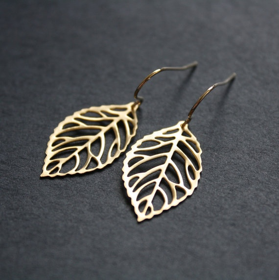 gold leaf earrings....LOVE.