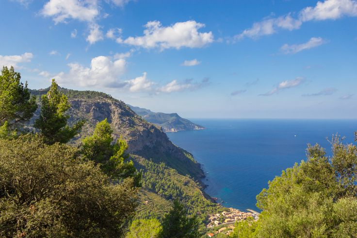 The best hiking routes in the Serra de Tramuntana, Mallorca. Son Brull Hotel & Spa lets you in on the best routes to discover this natural beauty.