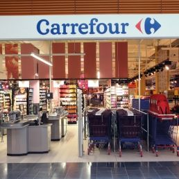 The Bucharest Court of Law has ordered the cancellation of insolvency procedures against Carrefour Romania initiated by one of the retailer's suppliers, which claimed unpaid debts in the amount of EUR 180,000.