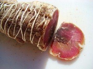Longe de porc salée Voici une recette à la portée de tous le monde possédant un réfrigérateur, ceux à froid ventilé ou « no frost » permettront un meilleur séchage En principe il faut que le morceau soit homogène au départ, pas comme la photo ci dessous...