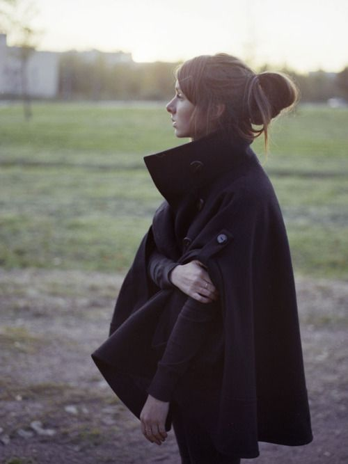 cape: Fall Style, Capes Coats, Jackets, Collars, Fall Fashion, Black Capes, Ponchos, Wear, Hair