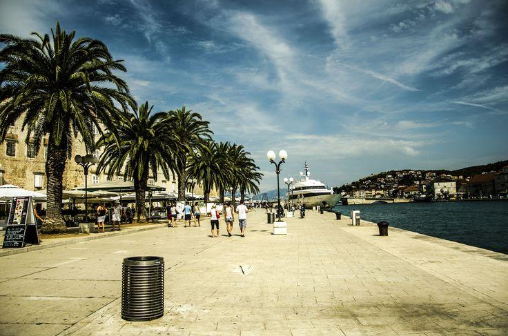 https://flic.kr/p/vXNYWe | Promenade in the Old Town of Trogir | Trogir, Croatia