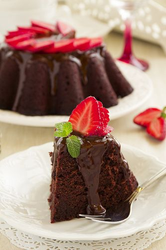 Chocolate cake with strawberries.