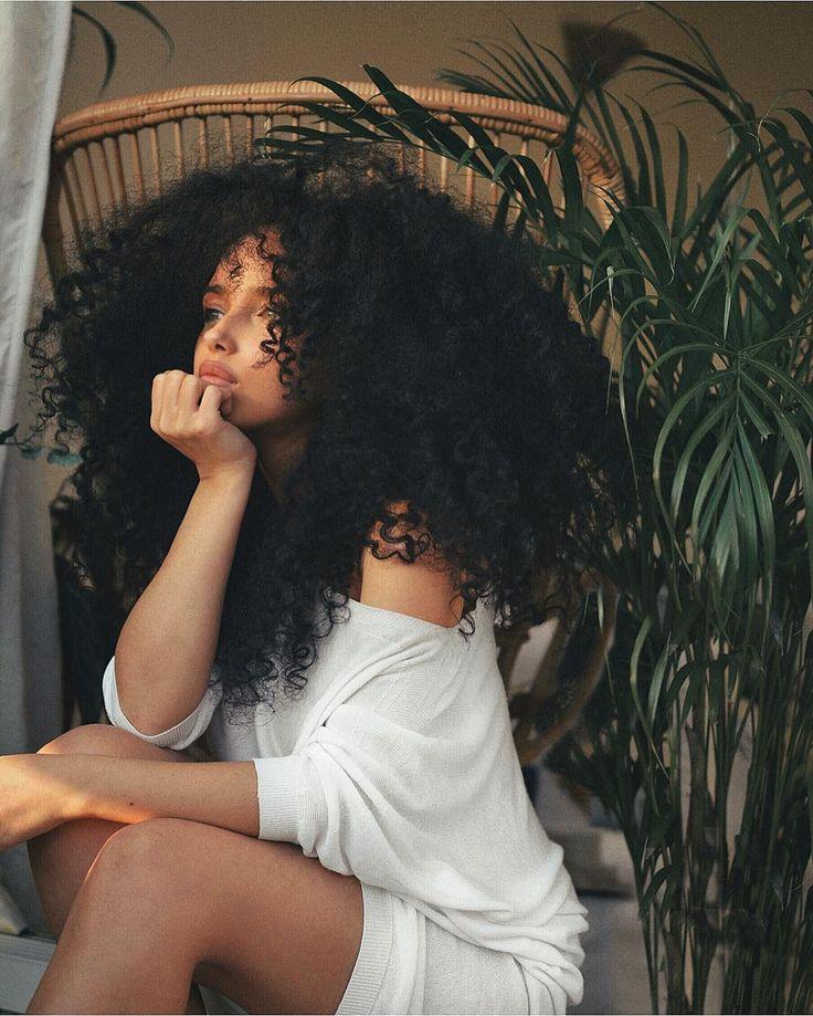 "8,462 curtidas, 161 comentários - Poppy Chanelle (@misseverydayelegance) no Instagram: ""Was such a beautiful day today ! ... #sunset #curlyhair #curls #curlygirl #curlygirls #bighair…"" curly"