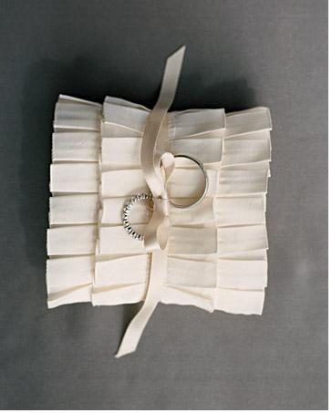 Ruffled ring pillow: Ring Pillows, Boxes Pleated, Wedding Ideas, Weddings, Rings Bearer Pillows, Ruffles Rings, Diy Rings, Ribbons Rings, Rings Pillows