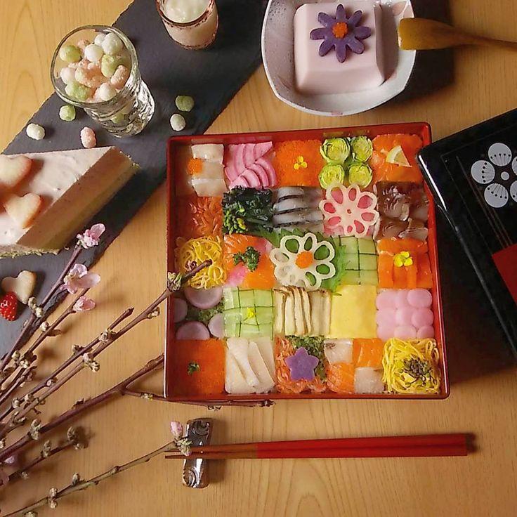 明日はひなまつり(*´-`)  一日早いけど、今夜はひなまつりメニュー(^^)  *  モザイク寿司を作りました(*´ω`*)  やりながら思う…私つくづく細かい作業が好きなんだなーって(笑)  昔から図工とか好きだったな(^w^)  モザイク寿司楽しい!(笑)  *  桜豆腐と甘酒とひなあられと3色のレアチーズケーキ(*^^*)  我が家のこぶたちゃん達がこれだけで満足するわけがなーい!  今からお吸い物と茶碗蒸しとピンクのパスタも作ろうかな( ´_ゝ`)  *  #桃の節句#ひなまつり#雛祭り#ひな祭り#ひなまつりメニュー#ひなまつりパーティー#モザイク寿司#ちらし寿司#寿司#ひなまつりケーキ#甘酒#桜豆腐#ひなあられ#レアチーズケーキ#3色ケーキ#桃の花#デリスタグラマー#lin_stagrammer #w7foods#クッキングラム#クッキングラマー#obentopark#三姉妹#おうちごはん#スレート#日本が元気になるご飯