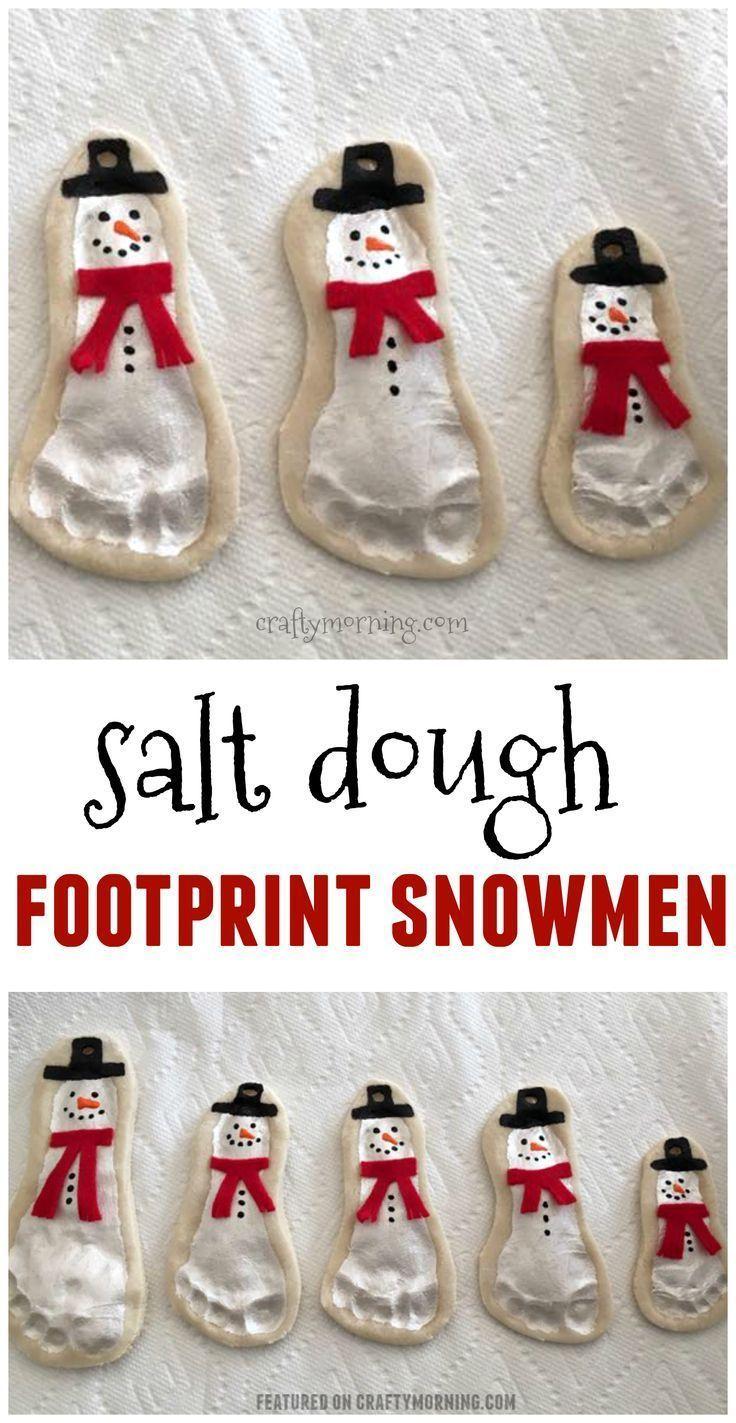 Schneemannschmuck aus Salzteig Fußabdruck sind bezaubernd !! Nette Kinderhand …