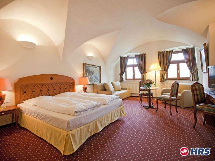 Ostern in #Oberbayern. Euer 3-Sterne #Hotel Landgasthof Alter Wirt befindet sich in der beschaulichen Gemeinde Weyarn, nur 38 Kilometer von Münchens Innenstadt entfernt. Wer die Natur bevorzugt, sollte Ausflüge an den Starnberger See unternehmen. Das DZ zu zweit inklusive Frühstück bekommt ihr für nur 52€.