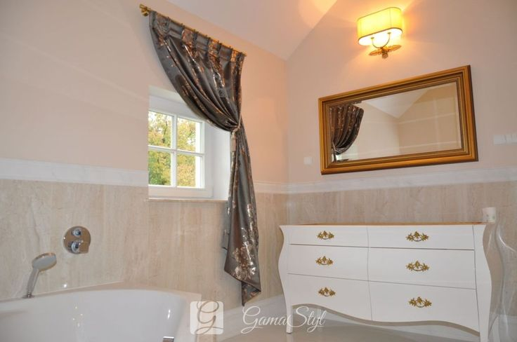 dekoracja okien, tkaniny zasłonowe, dekoracje okienne warszawa  Ozdobna zasłona w saloniku kąpielowym