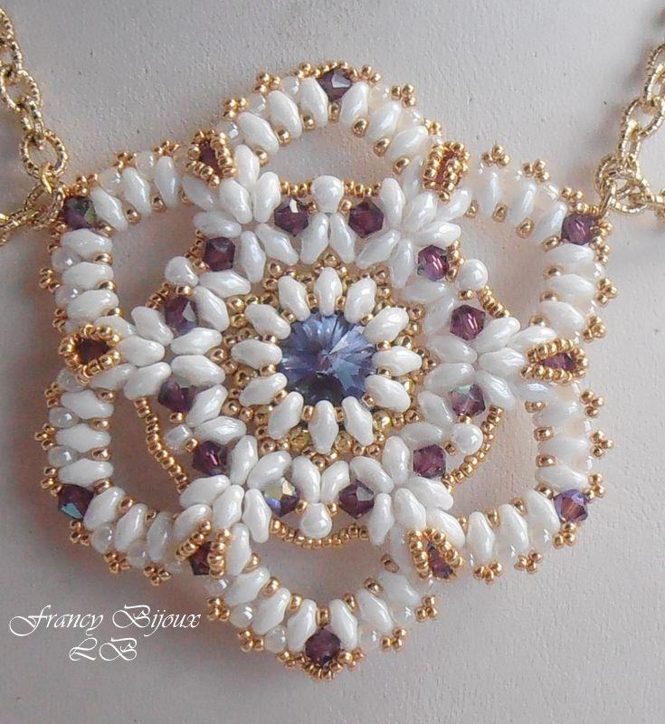 ciondolo (Rosa Carolingia tuto patty perline ) con superduo bianco candido ,biconi swaroski da 4mm e perline dorate