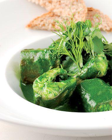 Voorbereiden:Verwijder de rug- en ondervin en snijd de paling in stukken van ca. 6  cm. Laat een uur in gezouten ijskoud water trekken en dep droog.Bereiden:Maak de paling: