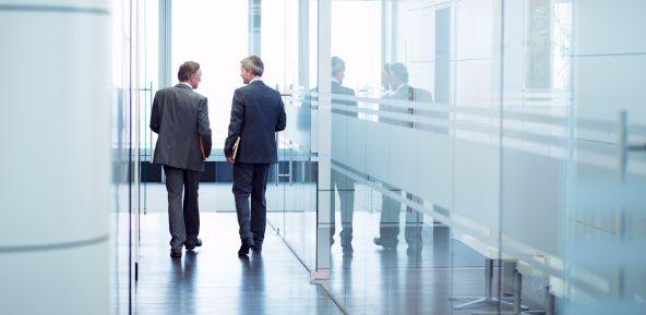 business-men-walking.jpg (592×289)