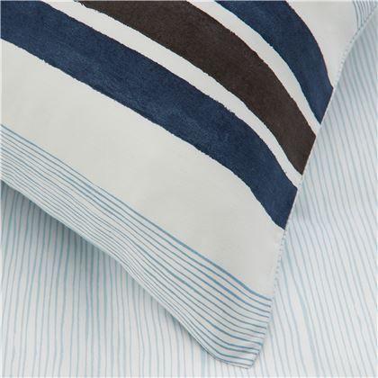 Creëer dat echte hotelgevoel, gewoon in je eigen slaapkamer met het Malmo dekbedovertrek. Door het klassieke dessin en de zachte kleuren ontstaat een fijne, ontspannen sfeer. Bovendien kun je lekker afwisselen met de subtiel gestreepte achterzijde!
