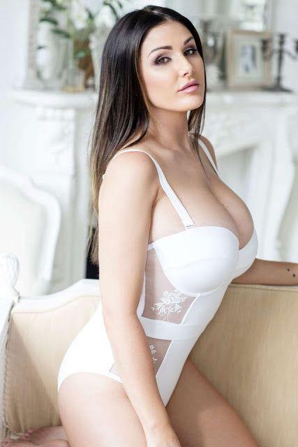 Британская модель и актриса Люси Пиндер снялась для календаря на 2017 год.   Люси Пиндер Кэтрин (р...