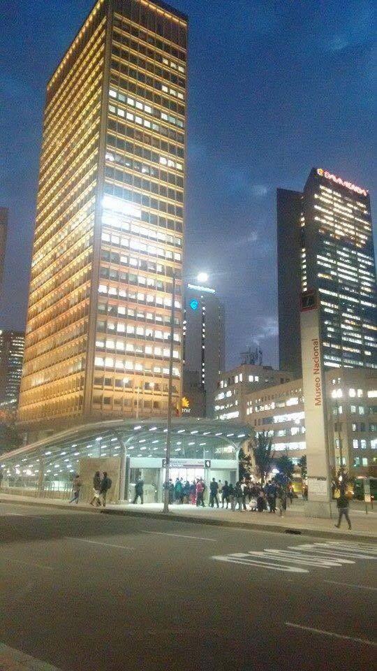 De noche en el Centro Internacional (Fotografía de Nacho Puerto). Bogotá
